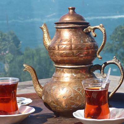 Une double théière à la turque