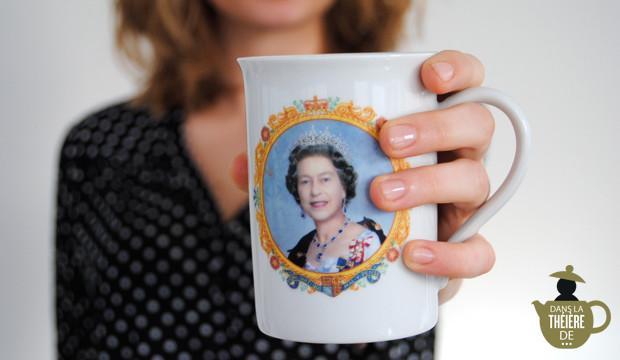 La tasse du Golden Jubilee de la Reine Élizabeth de Juliette