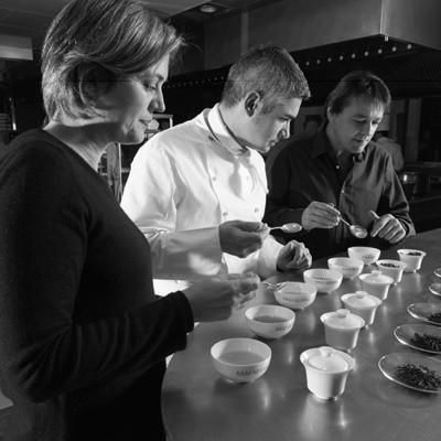 Valérie Peyre, le chef Benoît Violier et Pierre Maget en pleine dégustation