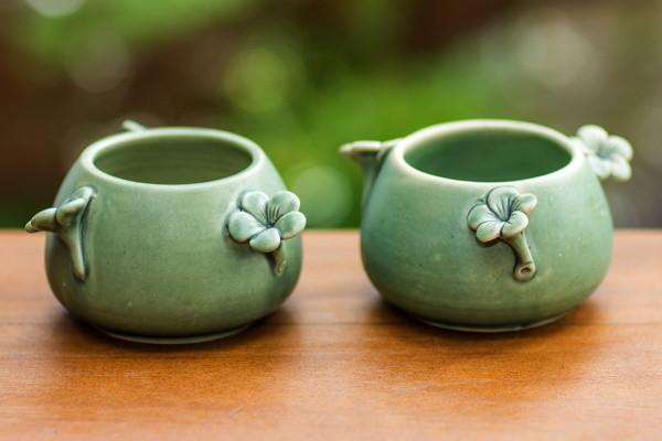 Des bols à fleurs en céramique de Putu Oka Mahendra