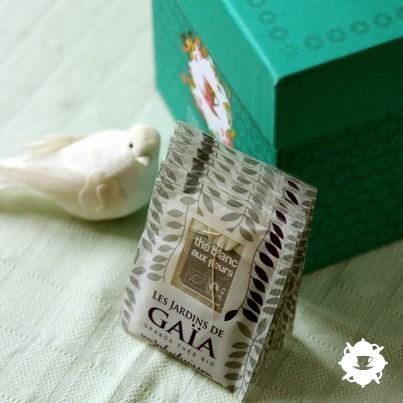 Thé blanc aux fleurs des Jardins de Gaïa