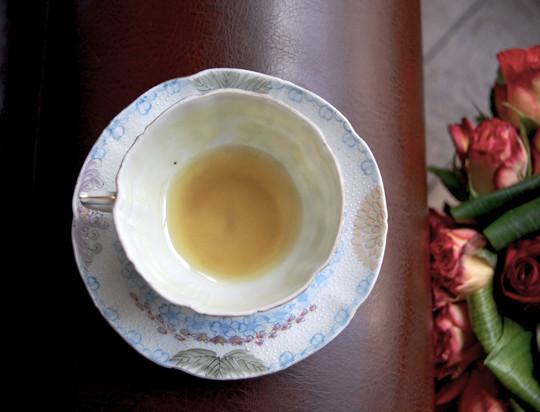 Un fond de thé dans une tasse Lettres d'un inconnu